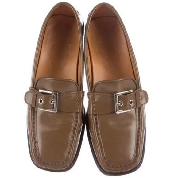 5890f9ecdd22c8 Tod s Buckle Accented Leather Loafers Flats Shoes.  M 5b32e6931b32940a20d5f7d8